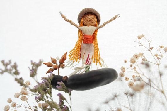 בתמונה עבודה של נעה רייס-שדה, DancingSeeds.etsy.com